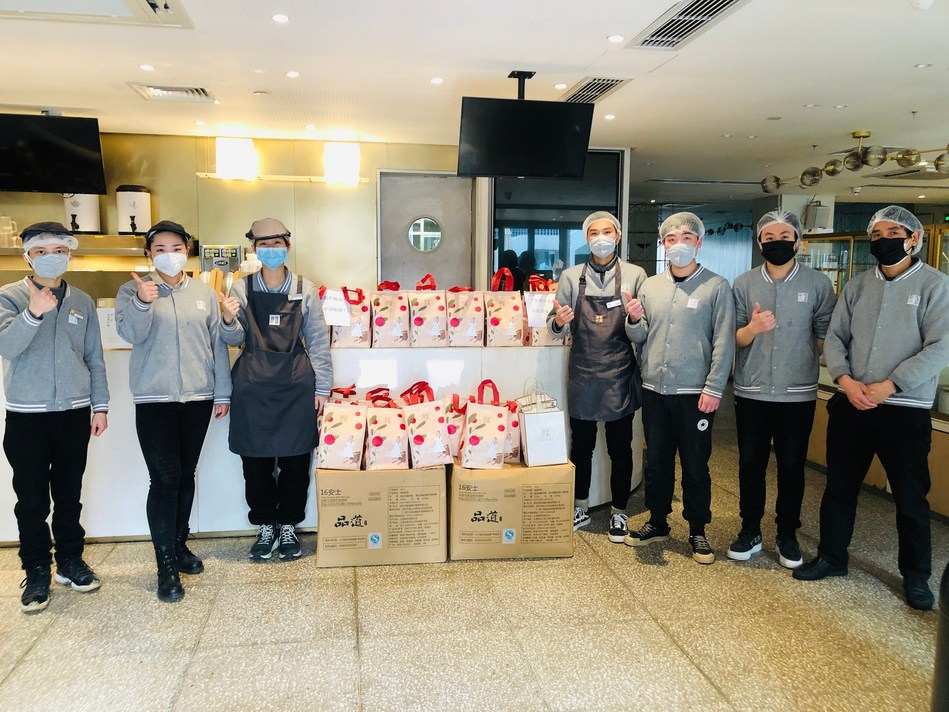 Nayuki's staff dispatched the items to the frontline medical staff
