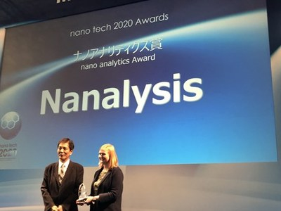 Dr. Riegel accepts the award for 'Best New Analytical Product' Nanotech Exhibition in Tokyo, Japan (CNW Group/Nanalysis Scientific Corp.)