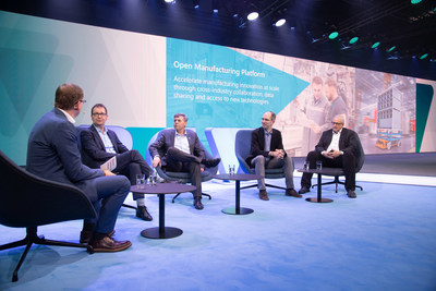 The first appearance of the Open Manufacturing Platform (f.l.t.r): Sven Hamann, SVP Bosch Connected Industry; Ralf Waltram, VP IT Systems Production and Logistics, BMW Group; Dr.-Ing. Michael Bolle, Member of the Board of Management, Bosch Group; Scott Guthrie, EVP Cloud & AI, Microsoft; Werner Balandat, Head of Production Management, ZF Friedrichshafen AG