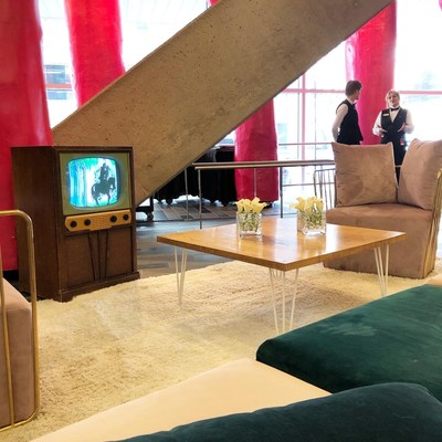 Visitors are invited to take a break at the new romance lounge and watch romantic movies selected by the NFB. (CNW Group/Palais des congrès de Montréal)