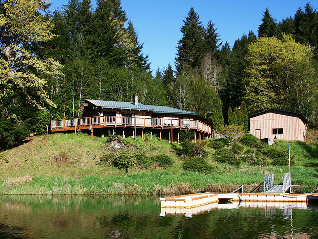 Loon Lake Lodge's Waterfront House has spectacular views of the lake, a private dock and sleeps up to 14 people - perfect for large groups and family reunions.