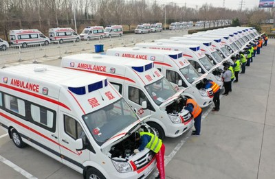 On February 11, at Futian Shandong Multifunctional Vehicle Factory in Weifang, the staff were testing and debugging the negative pressure ambulances that would be sent to Wuhan, Hubei for first-line epidemic control. The factory organized employees to return to their posts on the first day of the Chinese New Year to resume production and work overtime to increase the capacity.