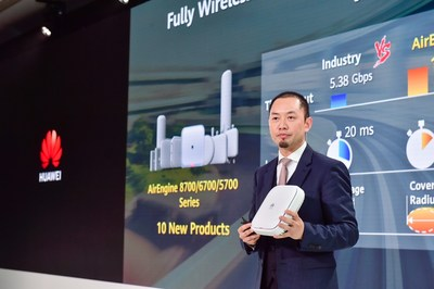 Qiu Heng, President of Global Marketing, Huawei Enterprise Business Group, released the HiCampus solution.