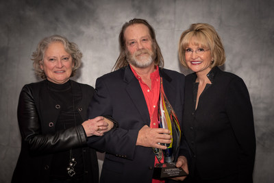 FASTSIGNS of Chattanooga's franchisees, Cindy Bacon (left) and Phil Bacon (center), receiving the FASTSIGNS Award at the 2020 FASTSIGNS International Convention presented by Catherine Monson, CEO of FASTSIGNS International Inc. (right).