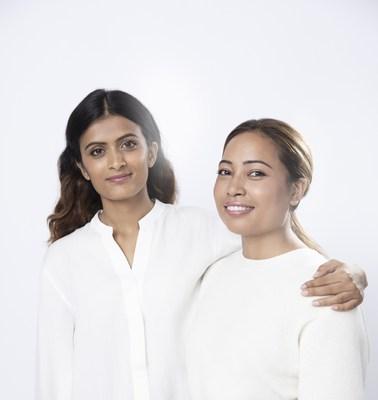 """Pratiksha Pandey (à esquerda) e Binita Shrestha (à direita), as ganhadoras do prêmio """"Power of Radiance Awards"""""""