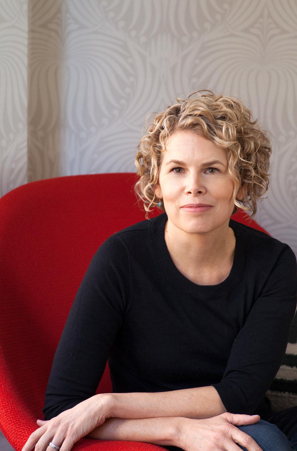 Dr. Lisa Servon