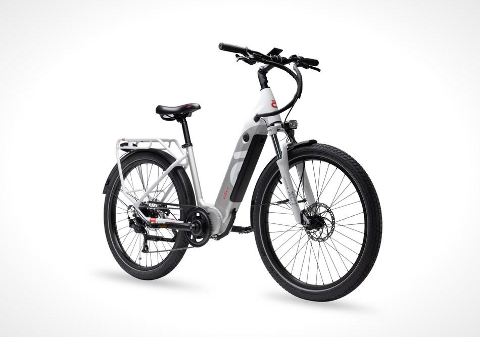 DŌST Drop low step cruiser eBike. Glacier White Electric bicycle. (CNW Group/DÔST Bikes Inc.)