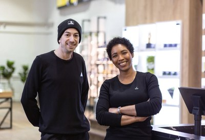"Meta Cannabis Co. sales staff, known as ""Friendly Guides"", help customers on their cannabis shopping journey (CNW Group/National Access Cannabis Corp d/b/a Meta Growth)"