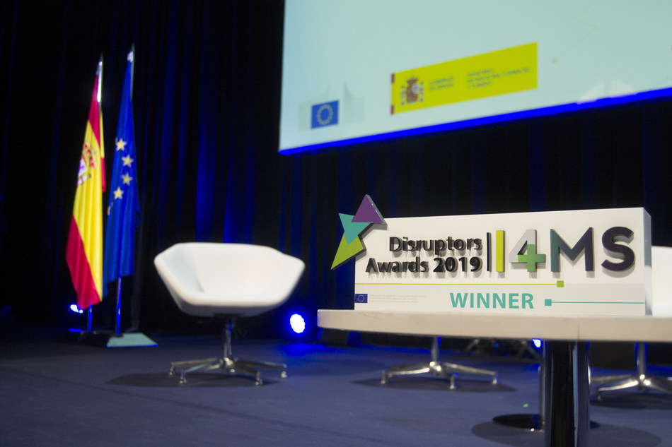 I4MS Disruptors Awards Trophy in Digitalising European Industry Forum, Madrid 2019.