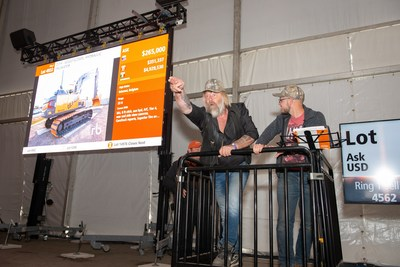 Gold Rush TV stars Tony and Kevin Beets were onsite at Ritchie Bros. Orlando auction and caught bids from the crowd for the special edition Volvo excavator (CNW Group/Ritchie Bros.)
