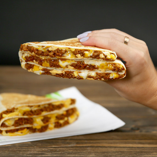 Taco Bell Grande Stacker (CNW Group/Taco Bell Canada)
