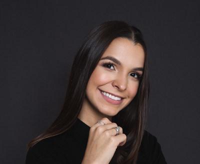 Escritora Júlia Munhoz