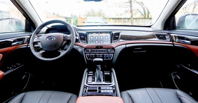 Interior of SUV GS8