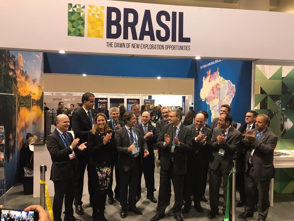 The Brazilian Delegation opens the Brazil booth at PDAC 2020 (CNW Group/Brazilian Mining Association (IBRAM))