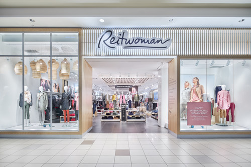 Store front of Reitmans store in Bayshore Shopping Center / Photo credit Kevin Belanger (CNW Group/Reitmans (Canada) Limited)
