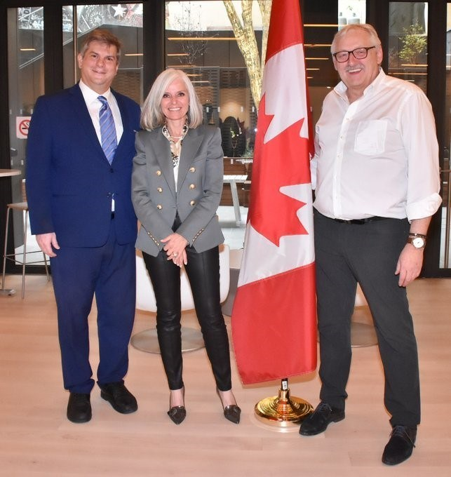 Sean Krakiwsky and Remy Schimpf are joined by Ms. Isabelle Hudon Ambassador of Canada to France, to acknowledge the increased technological and economic ties between SMEs of France and Canada. (CNW Group/Nanalysis Scientific Corp.)