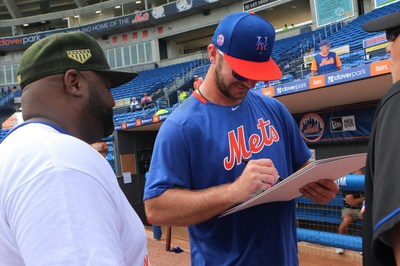 New York Mets first baseman and reigning National League rookie of the year Pete Alonso shook hands, snapped pictures, and signed autographs for four Wounded Warrior Project® (WWP) warriors ahead of a Mets spring training game recently. (Photo: Javier Torres)