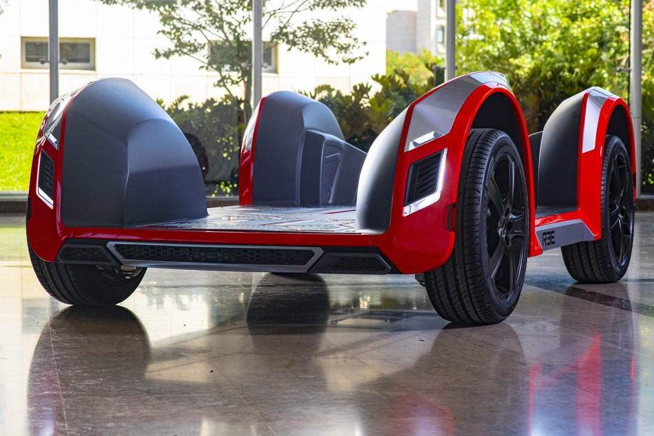 The REE platform integrates the motors, steering, suspension, drivetrain, sensing, brakes, and electronics into the wheel.