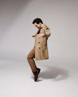 Nobis Global Ambassador Giacomo Gianniotti wears the Camden Trench in Cork (Photo credit: Justin Wu Photography). (CNW Group/Nobis)