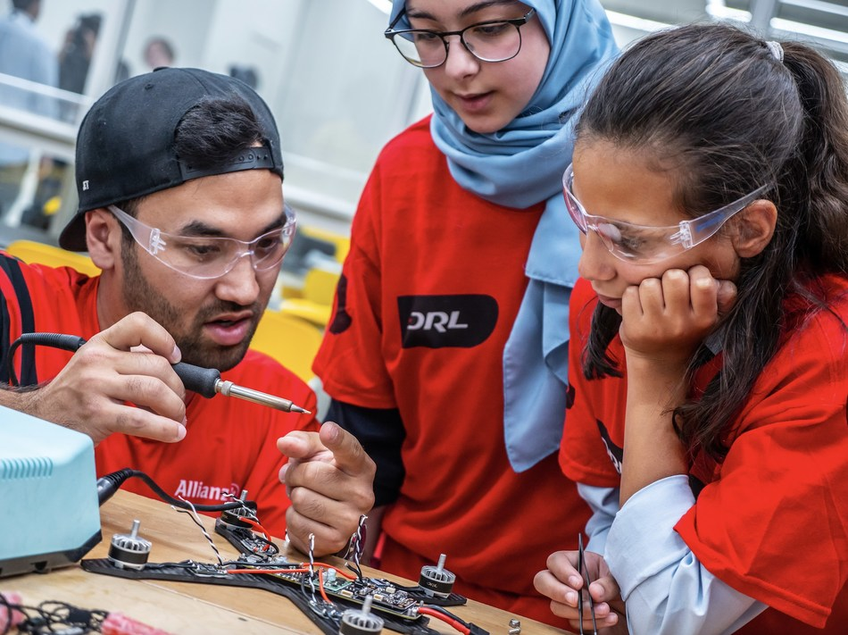 Two-time DRL Allianz World Champion Pilot JET teaches students how to build a DRL racing drone.