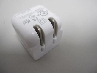Bloc d'alimentation électrique simple et chargeur USB LTE (Groupe CNW/Santé Canada)