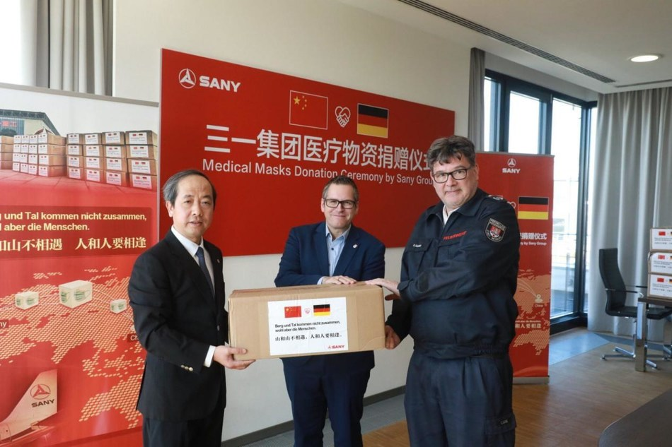 Mr. Deng Haijun, GM of SANY Europe GmbH attended the donation ceremony.