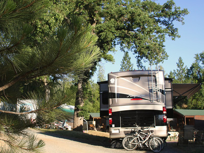 Yosemite Pines Resort has premium pull-thru sites with full hook-ups to accommodate up to 70' rigs, premium back-in sites for rigs up to 45', as well as standard back-in sites with water and electric services for rigs up to 60'.