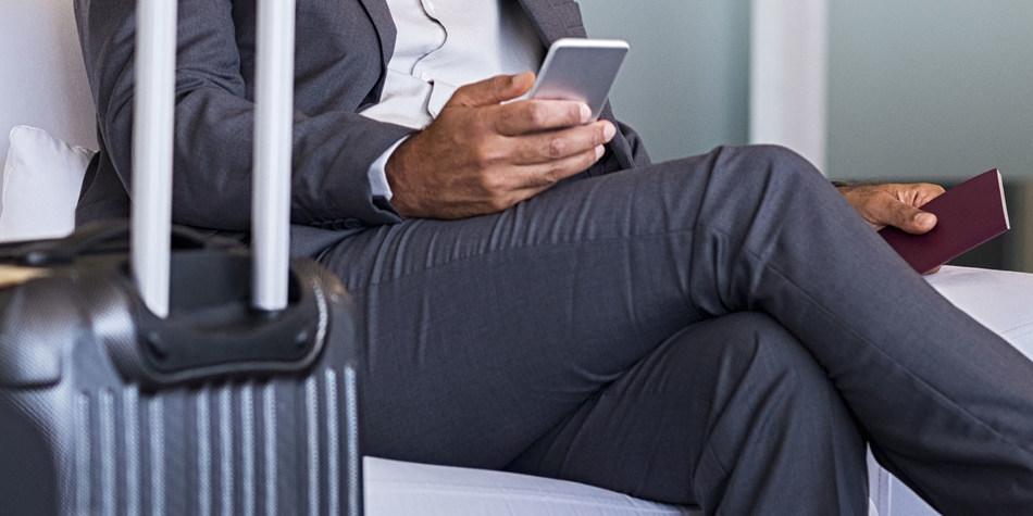 Man in airport © Rido/Shutterstock.com