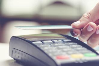 Mastercard permet des paiements sans contact plus élevés au Canada, afin d'offrir aux consommateurs un moyen de paiement sans contact plus sécuritaire. (Groupe CNW/Mastercard)