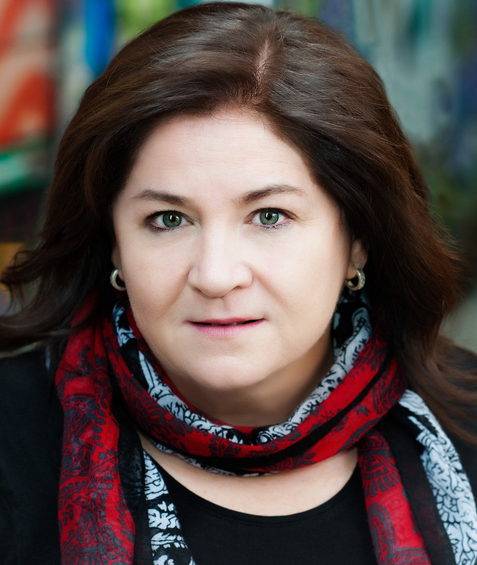 Kim Bolan, crime reporter for the Vancouver Sun, is the recipient of The Canadian Journalism Foundation's Lifetime Achievement Award, in recognition of her fearless commitment to truth in the face of threats and intimidation. (CNW Group/Canadian Journalism Foundation)