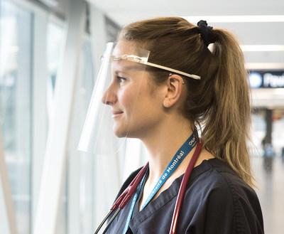 La mobilisation de cette équipe – qui a déjà permis la livraison de 1000 visières au personnel soignant du CHUM – vise à arrimer les besoins en matériel du milieu hospitalier aux infrastructures d'impression 3D existantes. (Groupe CNW/École de technologie supérieure)