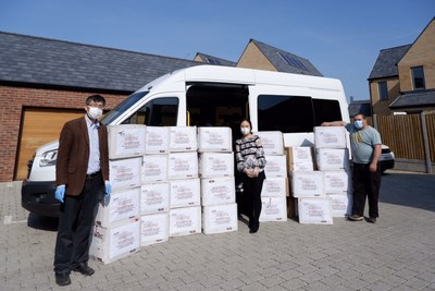 On behalf of PHBS, Professor Guy Liu (left), Head of the PHBS UK Campus, ships the supplies to University of Cambridge