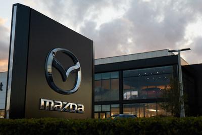 Mazda rinde homenaje a los héroes del cuidado de la salud con su nuevo programa Essential Car Care (PRNewsfoto/Mazda North American Operations)