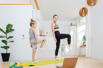 Unexpected Ways to Move health breaks (CNW Group/The Montreal Children's Hospital Foundation)