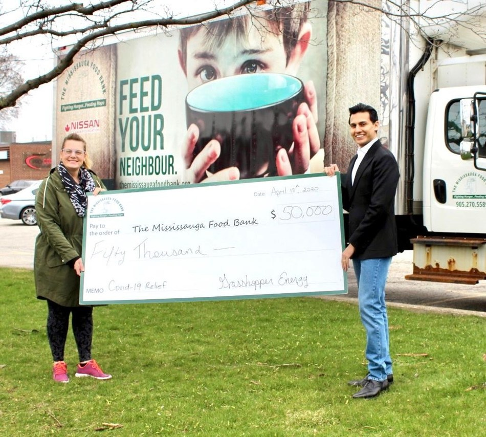 Azeem M. Qureshi, CEO and founder of Grasshopper Energy makes a donation to Mississauga Food Bank. (CNW Group/Grasshopper Energy)