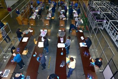 Kia Motors está produciendo protectores faciales en una de sus fábricas de EE.UU., para el uso de los trabajadores sanitarios de todo el país (PRNewsfoto/Kia Motors America)