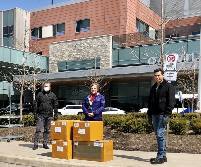 The Oakville Trafalgar Memorial Hospital receiving the donation from Azeem M. Qureshi, CEO of Grasshopper Energy. (CNW Group/Grasshopper Energy)