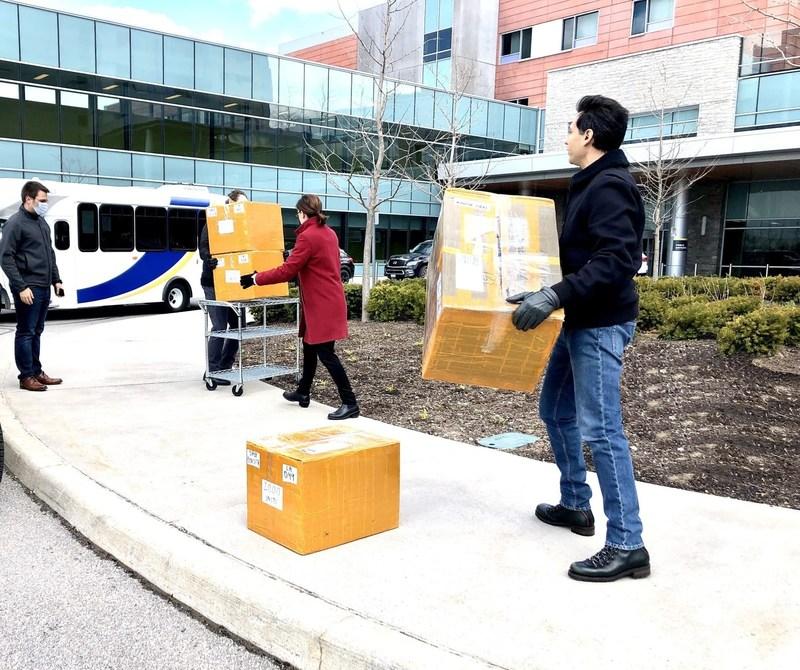 Grasshopper Energy delivered  5,000 surgical masks and 1,000 KN95 masks to the Oakville Trafalgar Memorial Hospital. (CNW Group/Grasshopper Energy)