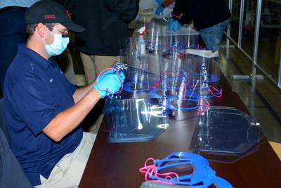 Kia Motors entrega 15,000 protectores faciales para uso médico a la Agencia de Manejo de Emergencias de Georgia (PRNewsfoto/Kia Motors America)