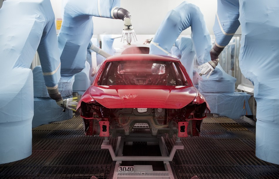 The wellness centre for cars: 84 robots do all the spraying (PRNewsfoto/SEAT)