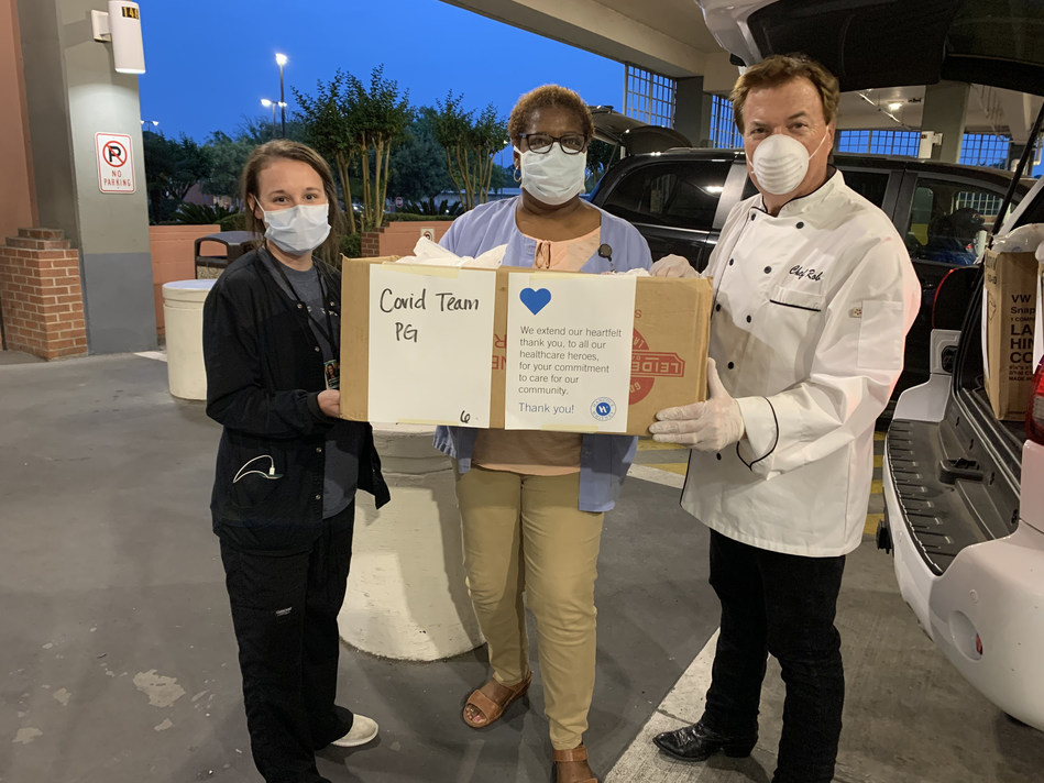 (GULFPORT, Miss.) In partnership with Salute Italian & Seafood Restaurant in Gulfport, Mississippi, Hancock Whitney helped feed #HealthcareHeroes at Memorial Hospital at Gulfport.