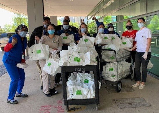 (NEW ORLEANS) Hancock Whitney partnered with the Ralph Brennan Restaurant Group to deliver meals to support and show appreciation to #HealthcareHeroes at University Medical Center in New Orleans.