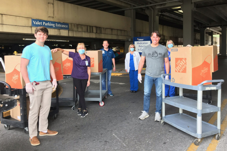 (NEW ORLEANS) Hancock Whitney worked with celebrity New Orleans chef John Besh and BRG Hospitality to deliver meals to #HealthcareHeroes at Ochsner Medical Center on Jefferson Highway in New Orleans.