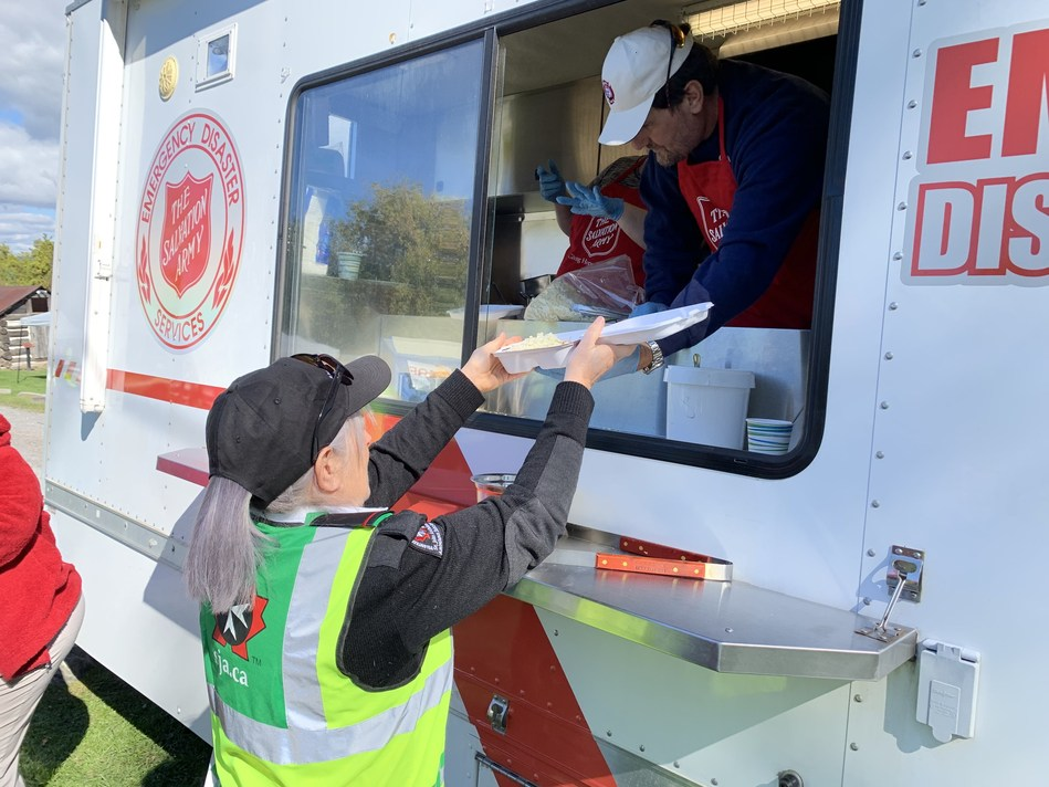 Salvation Army worker serves the vulnerable in the midst of disaster (CNW Group/The Salvation Army)