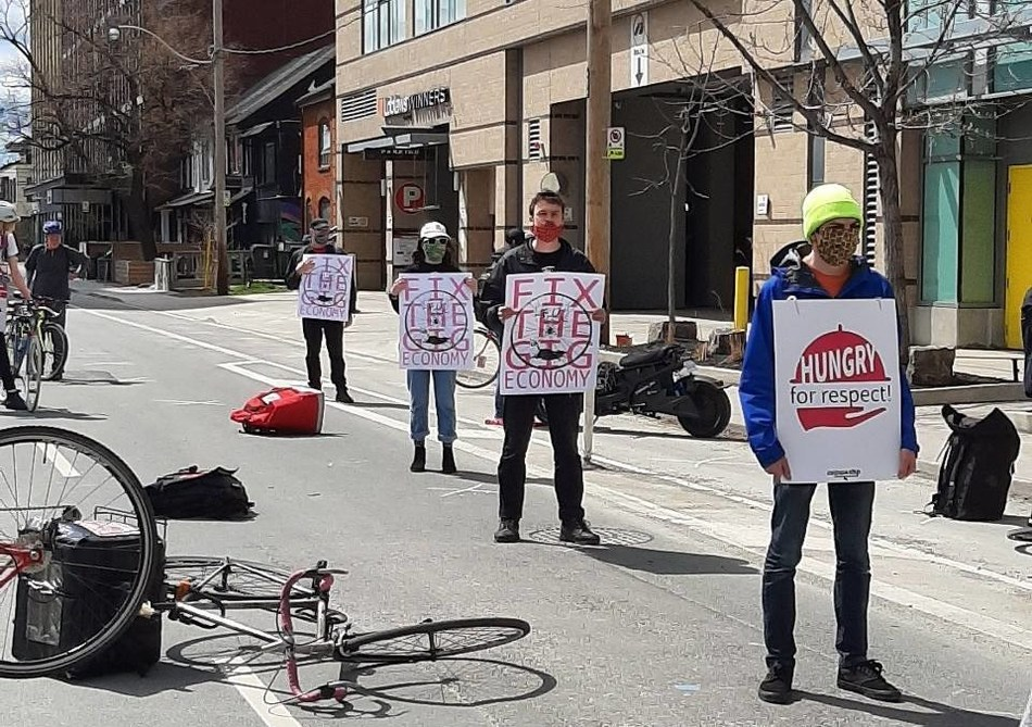 Foodora Couriers and CUPW stage a safe, physically distanced protest at Foodora Canada's headquarters. (CNW Group/Canadian Union of Postal Workers)