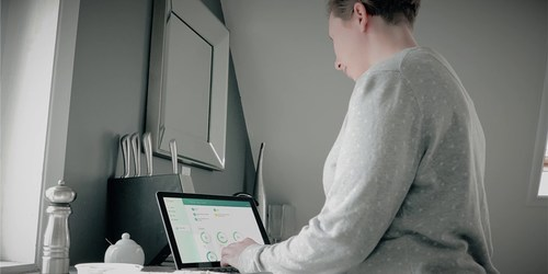 BEACON guided digital therapy provides a personalized course of mental health therapy that people can engage with anytime, anywhere. (CNW Group/MindBeacon)