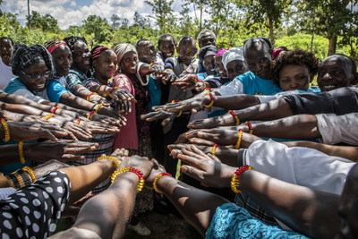Community leaders in Kenya's Muranga County wearing their menstrual bracelets in a show of commitment to promoting menstrual health and hygiene. ©WSSCC/Jason Florio