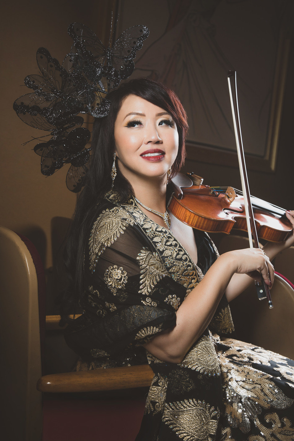 Virtuoso violinist and vocalist Maki Mae.