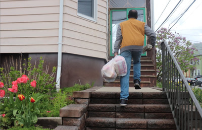 NJ Buddies delivers healthy meals to a client in need.