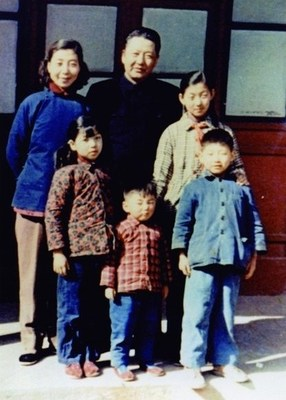 Xi Jinping's family photo in 1959. /CCTV